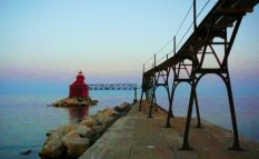 Sturgeon Bay Pierhead Lighthouse